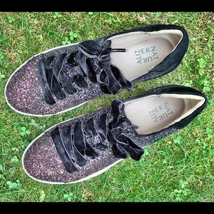Cool glitter sneakers 9.5 W Naturalizer new